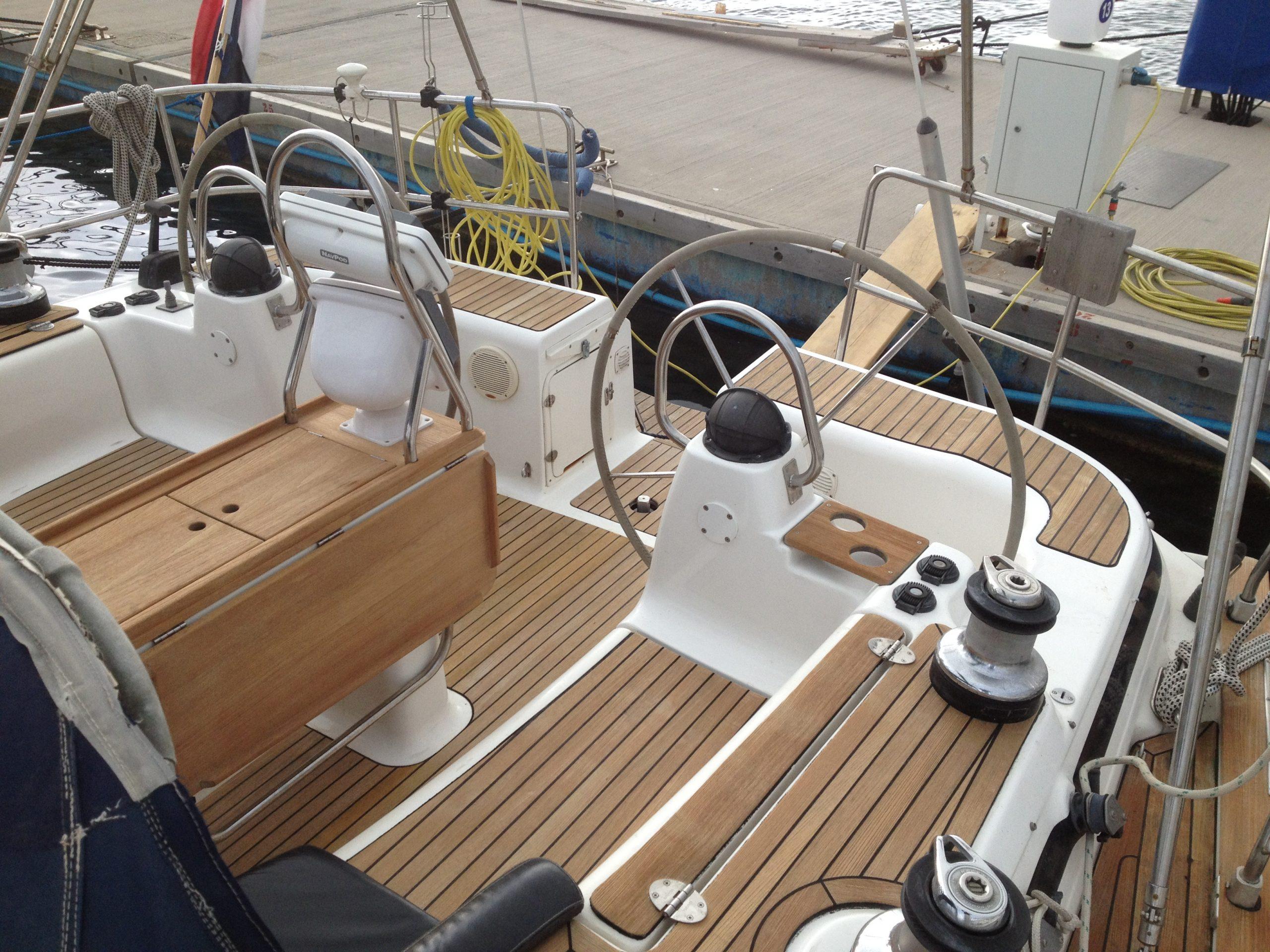 cockpit Bavaria 44